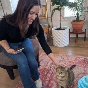 Arielle cat pet sitter